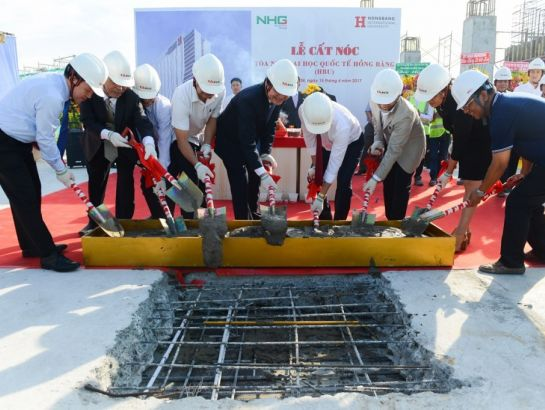 "The roofing ceremony for the HBU ""Ship of knowledge"" was successfully held on the morning of April 15th with the attendance of the Minister of Education and Training, Prof. Dr. Phung Xuan Nha, NHG Board of Directors and HBU teachers as well as students."