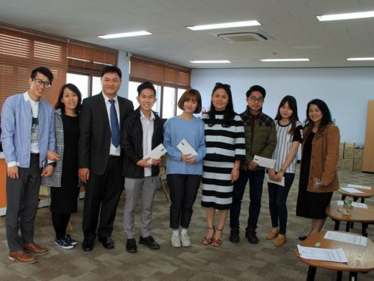 Ms. Hoang Nguyen Thu Thao, CEO of NHG and board of leaders visited and gave presents to HBU students studying Korean Language at KU.