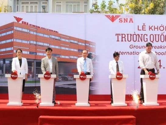Associate Prof., Dr. Ha Huu Phuc, NHG leaders, SNA leaders and distinguished guests at the groundbreaking ceremony of SNA Him Lam campus