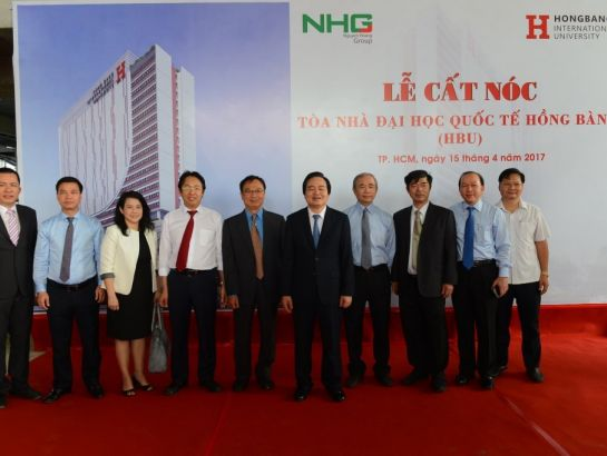 Prof. Phung Xuan Nha and NHG leaders during the cermony