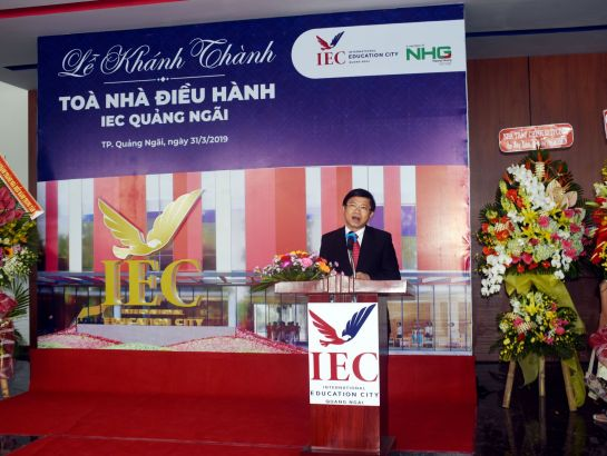 Dr. Pham Van Hung, General Principle of International Education City - IEC Quang Ngai giving the opening speech at the event.