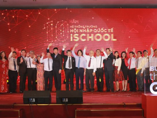 Board of Directors of iSchool company and other campuses took photo together in the event.