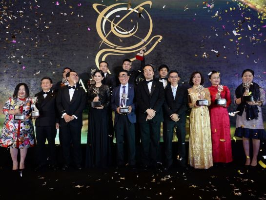 Mrs. Hoang Nguyen Thu Thao – CEO of Nguyen Hoang Group (NHG) along with 14 outstanding business leaders of Vietnam received APEA award 2017