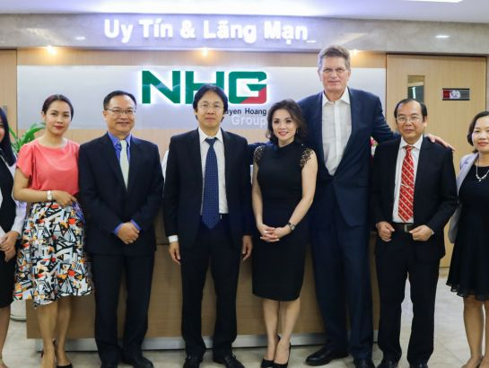 NHG president - Mr. Hoang Quoc Viet and Mr. The Hon Ted Baillieu took picture after the meeting at NHG headquarter