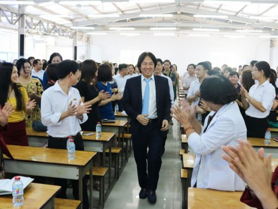 Board of Principals, teaching staffs and students at HIU welcomed Mr. Hoang Quoc Viet, Chairman of NHG.