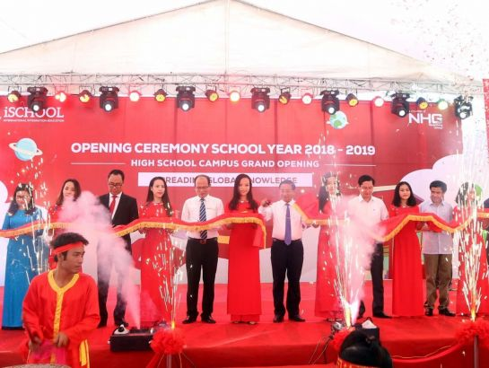 Ribbon cutting ritual of the inauguration of High Education grade in iSchool Ha Tinh.