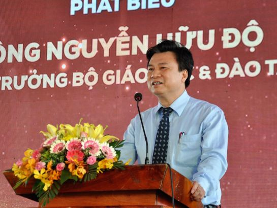 Dr. Nguyen Huu Do delivered opening speech in the ceremony.