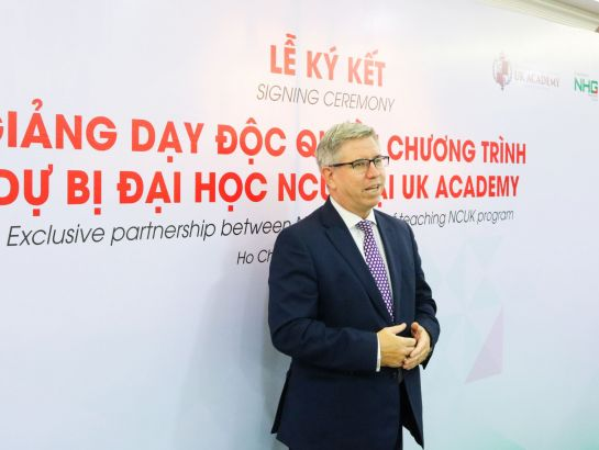 Mr. Ian Gibbons, British Consulate General in Ho Chi Minh City congratulating on the successful partnership between NHG and BSCW.