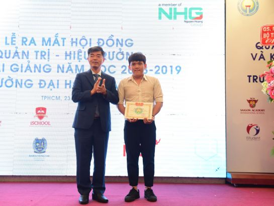 he student who got the highest score on the University entrance examination was awarded a certificate of merit.