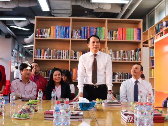 Assoc.Prof.Dr.Pham Manh Hung - Deputy Minister of Education and Training visiting SNA classes.