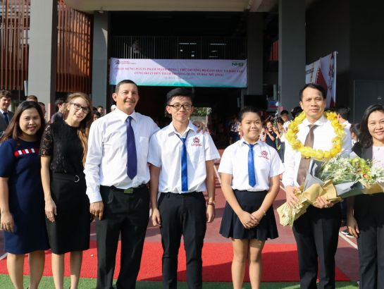 """Nguyen Hoang Group and SNA have been pioneering the path of globalized education, opening the door and paving the way for Vietnamese students accessing US education - the world's most advanced education."" The Deputy Minister emphasized."