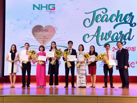 "Teachers winning the most excellent presentation about ""Trust & Romance in teaching"" receive flowers, certificates and gifts from the representatives of NHG."