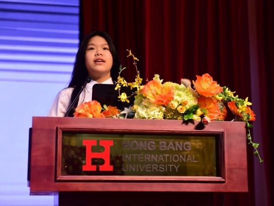 "If a mother is called the soul of a family, then a great teacher is the soul of an amazing class"" – Truong Hoang Bao Thu (Cindy), student of class 9, SNA, representing for students in the system, expresses her appreciation toward the teachers."