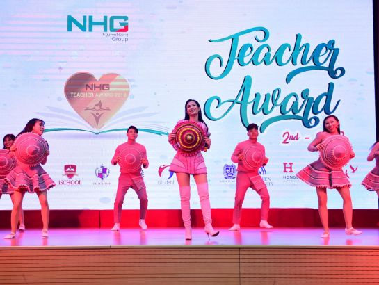 Singer Dong Nhi also congratulates on the Vietnam Teacher's Day with 2 lovely songs about the teacher – student relationship and the school age