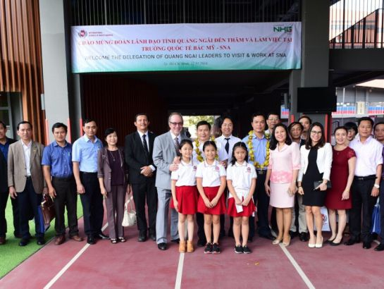 The delegation of Quang Ngai leaders together with the representatives of NHG and SNA teachers and students.