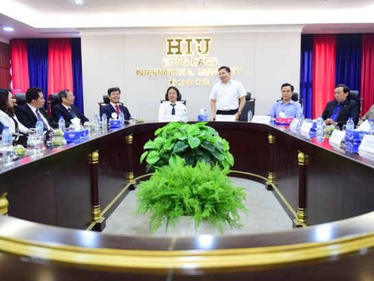 Mr. Tran Van Minh – Deputy Secretary of Quang Ngai Provincial Party Committee to appreciate the passion and the professionalism in NHG's investment in the facilities and the training quality of its education systems