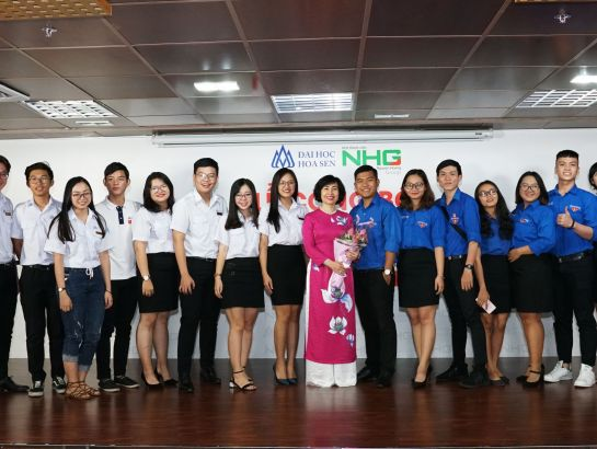 Associate Professor, Dr. Mai Hồng Quỳ taking photos with HSU students at the ceremony.