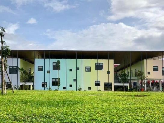 Previously, the building of iSchool Quang Tri became the pride of the Quang Tri people, bringing back two grand prizes: silver prize in the 2018 National Architecture Award and the green architecture prize in the Asia region in 2018