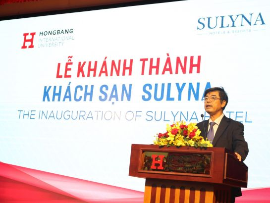 Prof.Dr. Thai Ba Can - President of Hong Bang International University giving a speech at the inauguration ceremony.