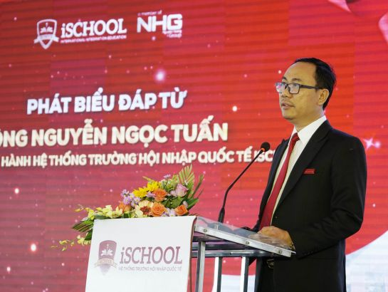 Mr. Nguyen Ngoc Tuan – Managing Director of the system of iSchool speaking at the ceremony.