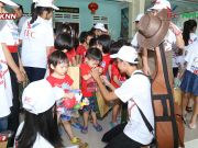 They actively delivered gifts to the children with spirit of love and sharing
