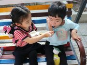 A cute moment of Tran Dong Hy, Kindy 6 of UK Academy Hue and her new friend at Belem orphanage.